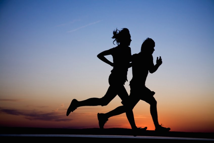 running-couple-beach-sunset