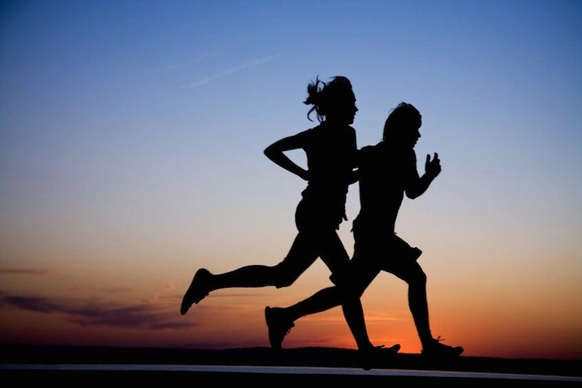 running-couple-beach-sunset