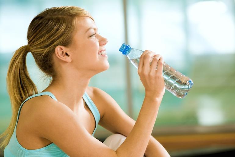 teen-drinking-water